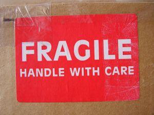 fragile_maneggiare_con_cura